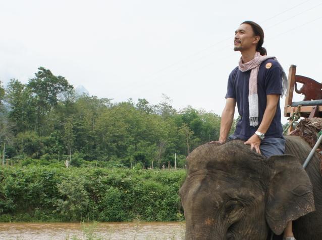Kenプロフィール(ラオス象乗り)画像